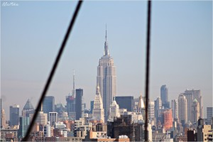 L'Empire State Building dal Ponte di Brooklyn, New York