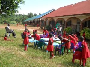 La scuola- i bambini alle prese con le pulizie scolastiche